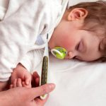 Как сбить температуру у ребенка и стоит ли это делать?