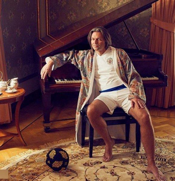 «Аполлон Бельведерский с мячом»: Дмитрий Маликов поразил поклонников странным снимком