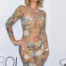 Пэрис Хилтон удивила гостей Каннского фестиваля полностью прозрачным платьем