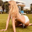 Оля Полякова показала фигуру в белом купальнике