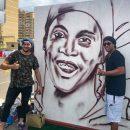 Рональдиньо оценил граффити челябинского художника