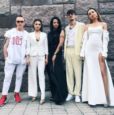 Надя Дорофеева покорила элегантным нарядом с дерзким разрезом