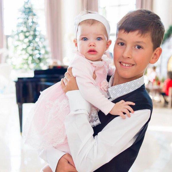 Жена Андрея Аршавина вперые открыла лицо их дочери