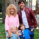 «Повезло детишкам с папой!»: Максим Галкин на видео показал, как его оседлал сын