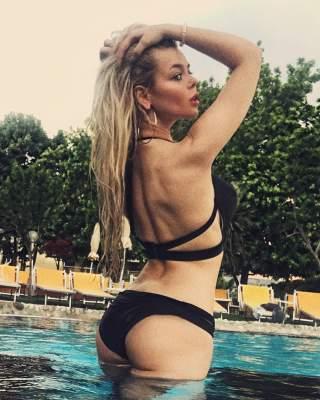 Алина Гросу поделилась фотографиями в купальнике
