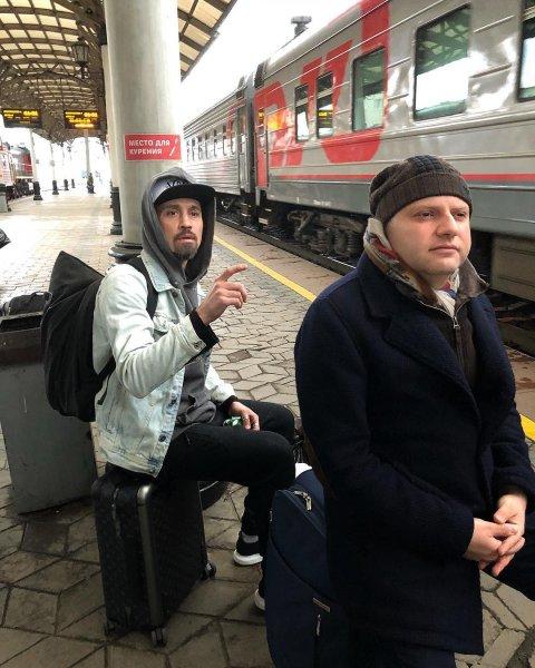 Диму Билана с бородой и «Дошираком» приняли за бездомного
