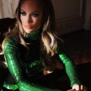 Снимок 48-летней Дженнифер Лопес в прозрачных брюках изумил Сеть