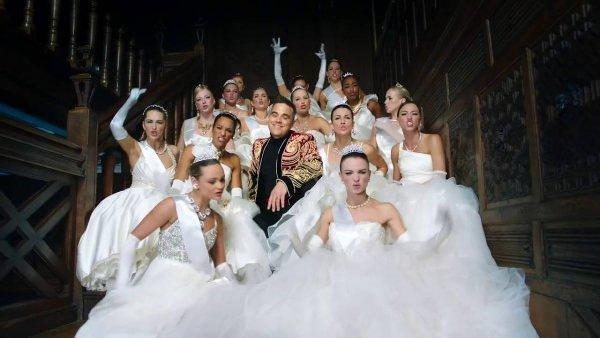Робби Уильямс споет песню о русском олигархе на ПМЭФ