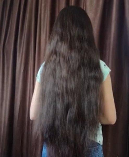 На Камчатке 13-летняя школьница постриглась ради париков больным детям