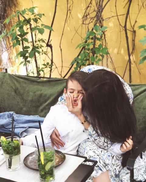 Алёна Водонаева отметила окончание первого класса сына