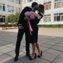 Дочь Стриженовых объяснила причины поцелуя на фоне школы