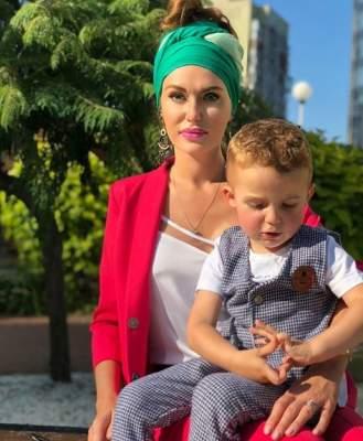 Слава Каминская сфотографировалась с подросшим сыном