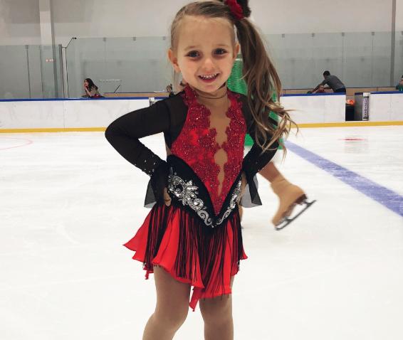 3-летняя дочь Татьяны Навки скопировала ее образ во время выступления