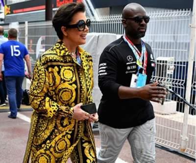 Мать Ким Кардашьян появилась на публике в ярком костюме