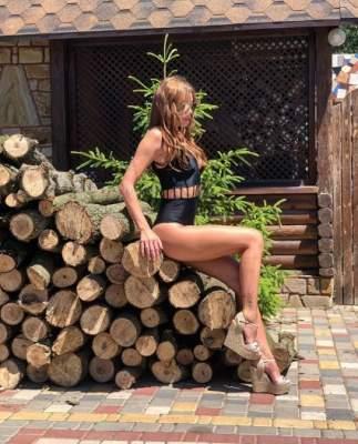 Слава Каминская показала серию откровенных снимков
