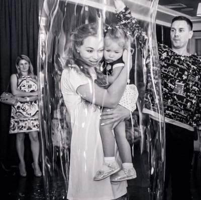 Яна Соломко показала архивное фото с дочерью