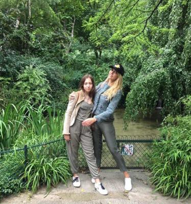 Оля Полякова показала свежее фото со старшей дочерью