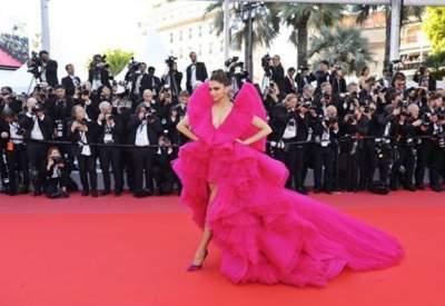 Вера Брежнева нарядилась в роскошное платье