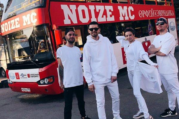 Noize MC в Москве  исполнил оперу «Орфей и Эвридика» на крыше движущегося автобуса