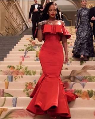 Знаменитая певица появилась на публике в сногсшибательном платье