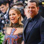 Дженнифер Лопес продает на аукционе свое платье с Met Gala 2018