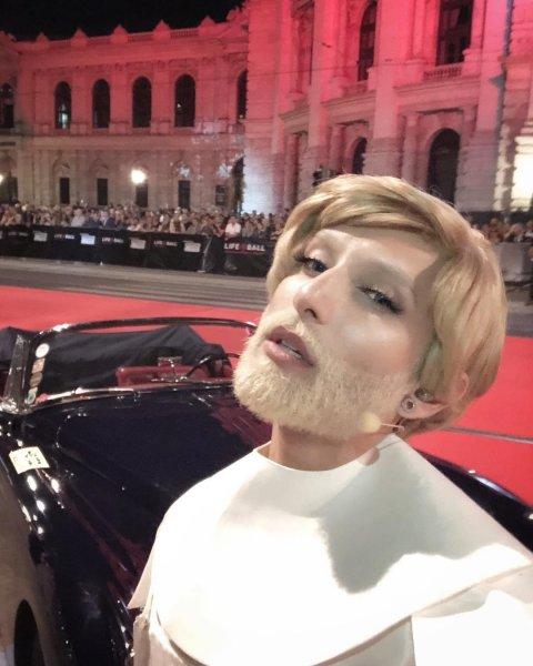 Кончита Вурст из бородатой брюнетки превратилась в коротковолосую блондинку