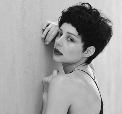 Тина Кароль примерила роль брюнетки с короткой стрижкой