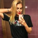 Яна Клочкова сфоткалась в коротких шортах