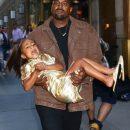 Канье Уэст отнёс раздосадованную дочь на её пятый день рождения
