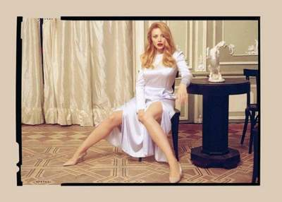 Тина Кароль примерила платье с откровенными разрезами