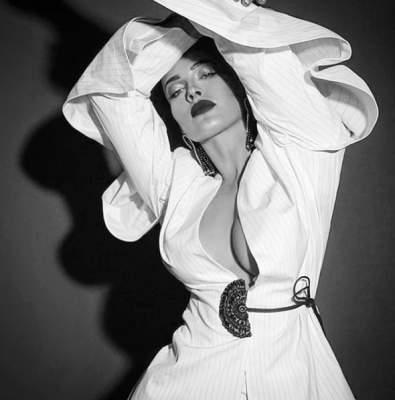 Даша Астафьева показала грудь в новом фотосете