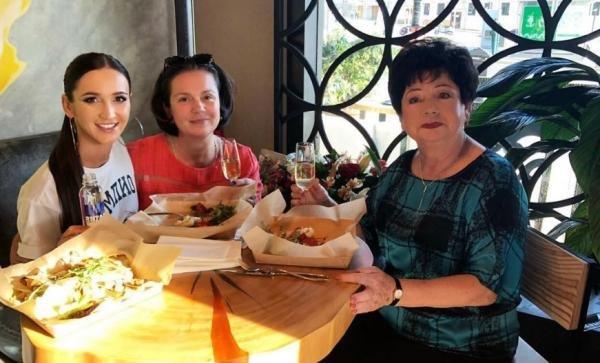 Бабушка и мама Ольги Бузовой прилюдно повздорили