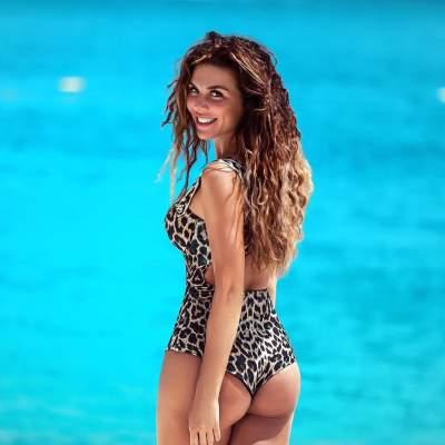 Анна Седокова похвасталась  фигурой в купальнике