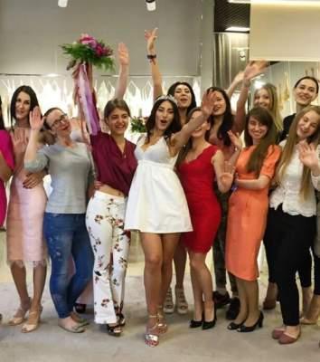 Роза Аль-Намри примерила неприлично короткое свадебное платье