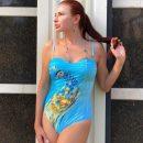 Неудачный купальник показал «квадратную» талию Эвелины Блёданс