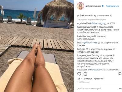 Оля Полякова похвалилась длинными ногами