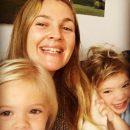 Дрю Бэрримор засняли с её подросшими дочерьми