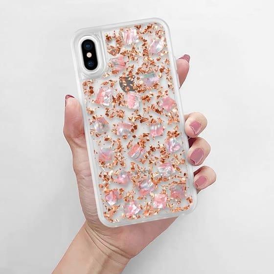 Кайли Дженнер выпустила уникальные золотые чехлы на iPhone