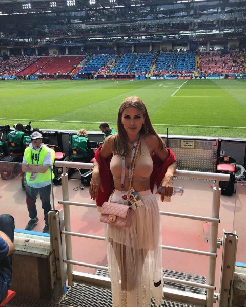 Разделась не там: Виктория Боня перепутала футбольный стадион с пляжем