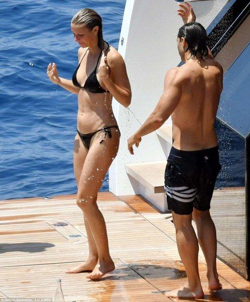 Гвинет Пелтроу улетела вместе с женихом на райский остров в преддверии свадьбы
