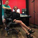 «Лучше б делала шпагаты»: Волочкова решила записать музыкальный трек