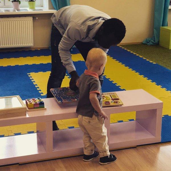 Надо было в роддоме репетитора нанимать: Ксения Собчак учит сына английскому уже с полутора лет