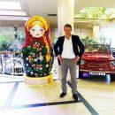 Хью Грант приехал с частным визитом в Петербург