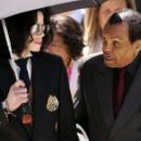 Умер отец Майкла Джексона