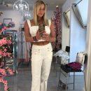 42-летняя Анастасия Волочкова показала дряблый живот без фотошопа
