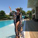 40-летняя Жасмин в купальнике поразила идеальной фигурой
