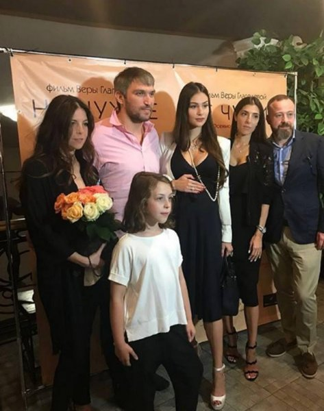 Дочь Веры Глаголевой даже на сносях не смогла пропустить последний фильм матери