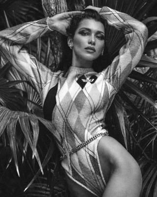Белла Хадид примерила откровенные образы для обложки глянца