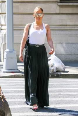 Папарацци показали, как выглядит Дженнифер Лопес в обычной жизни
