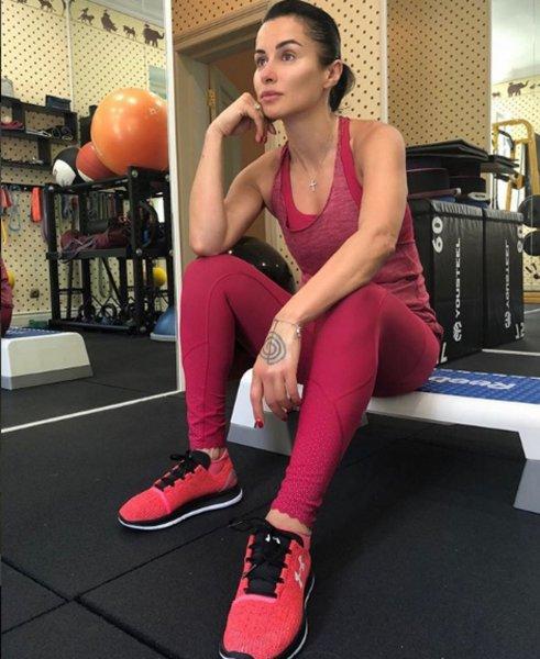«Далеко не юная»: 42-летняя Тина Канделаки сорвала спину на тренировках